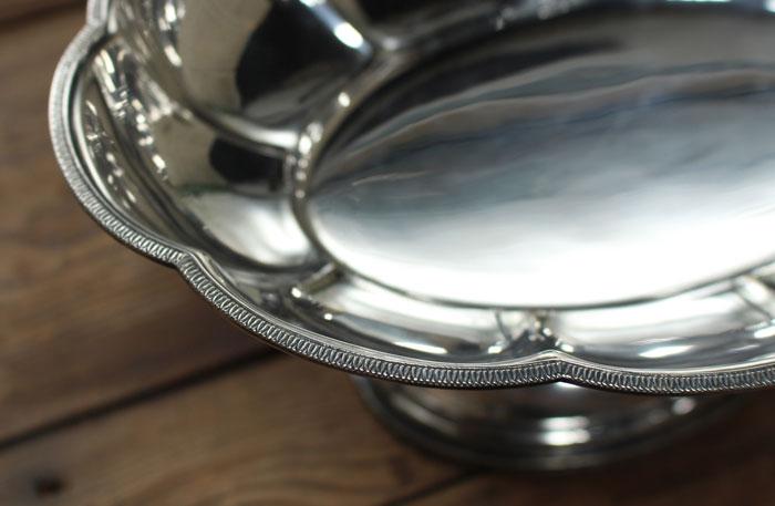 細やかな縁どりデザインの銀コンポート