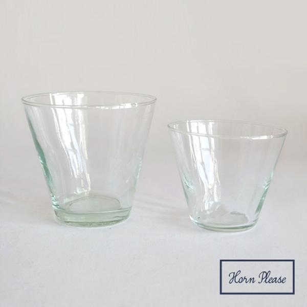 透明感のあるガラスカップ