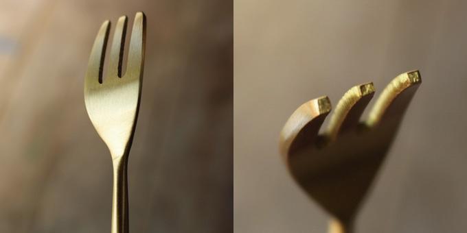 真鍮のゴールドが優雅なケーキフォーク