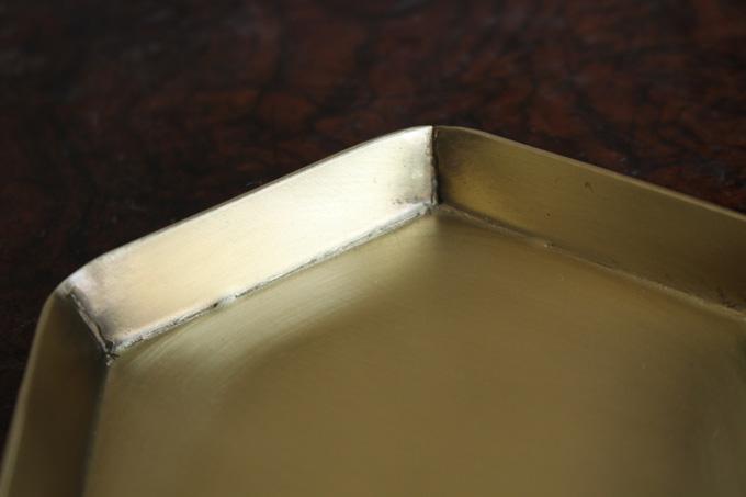 六角形型の真鍮のトレー