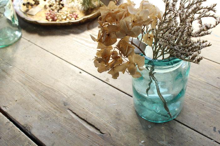 美しいブルーのガラスボトル