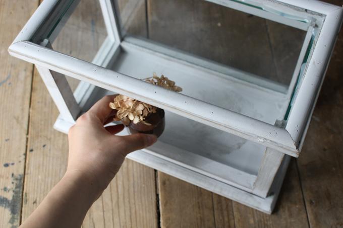 アンティーク調のガラスキャビネット