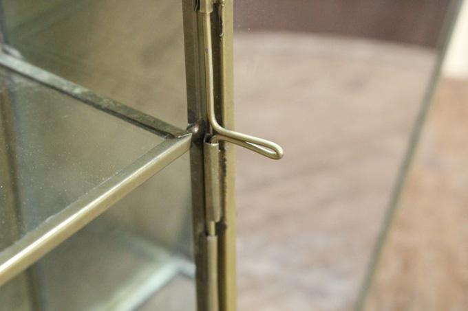 ヘキサゴン型のディスプレシェルフ扉