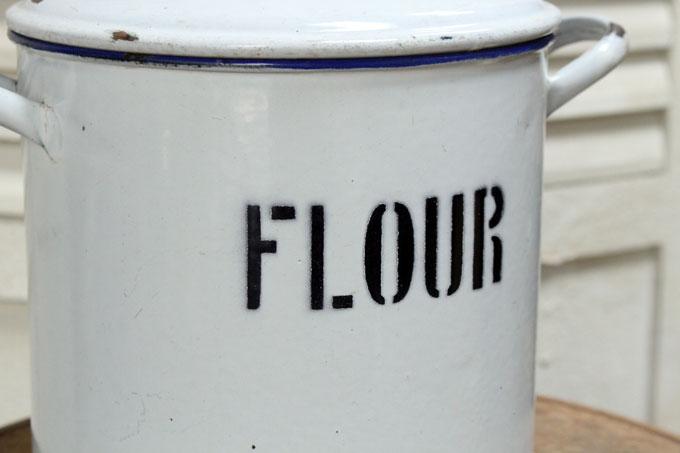 アンティークホーローFLOUR缶