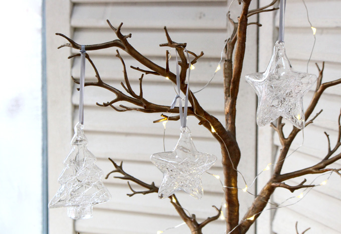 薄いガラスのクリスマスツリーオーナメント