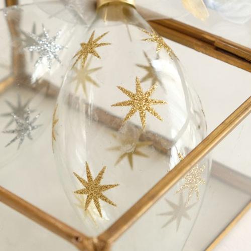 シルバーとゴールドのクリスマス飾り