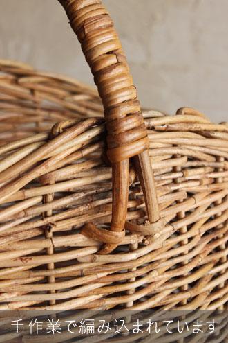 籐のバスケット