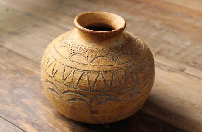 古い素焼き壺