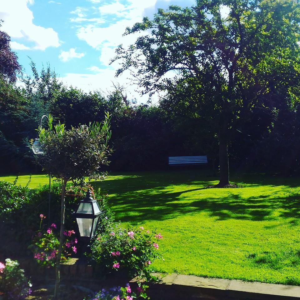 イギリスB&Bの中庭