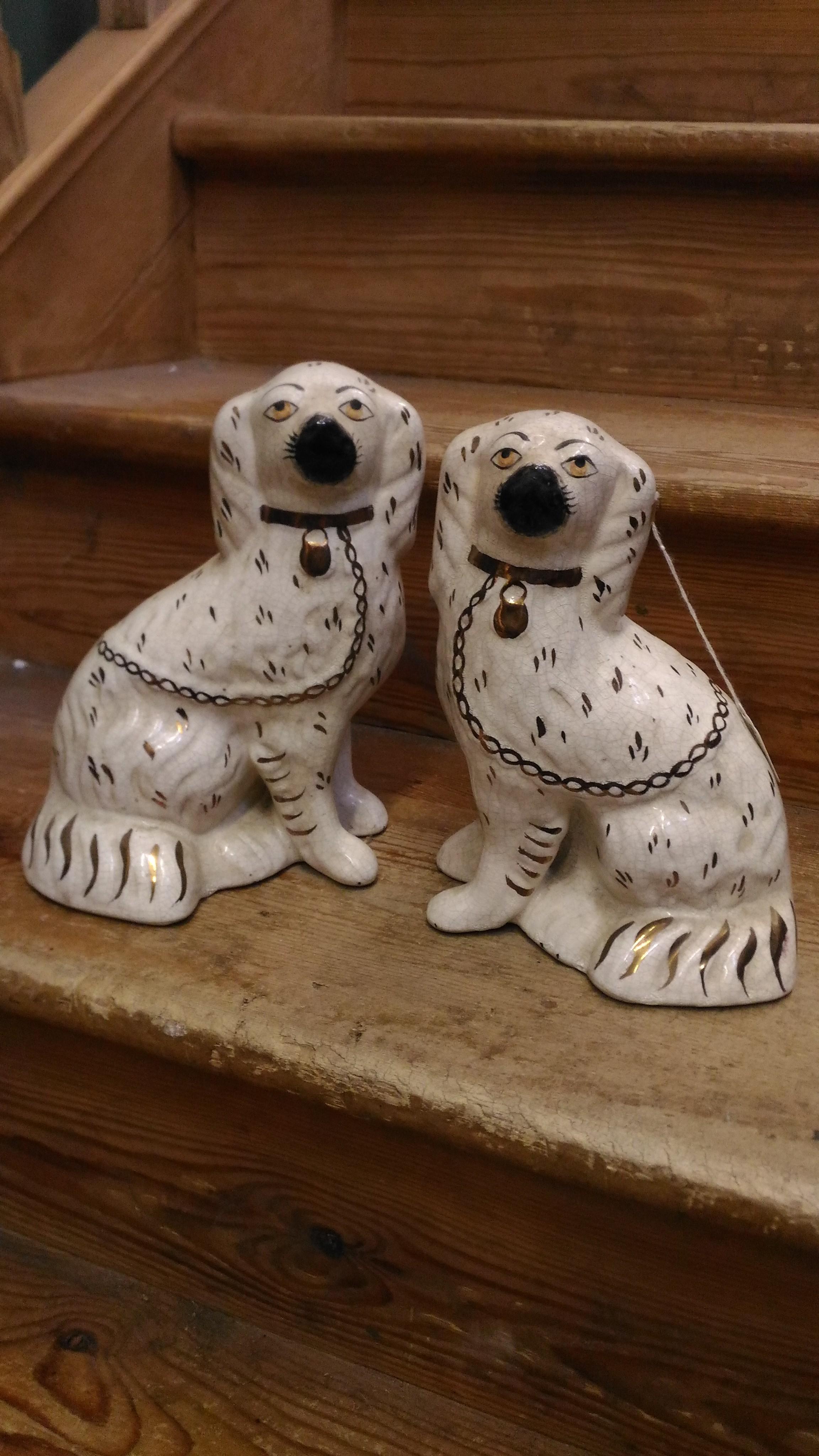 犬の陶器の置物